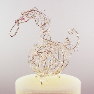 The Swan is a symbol of devotion and fidelity. The perfect symbol to adorn your wedding cake.